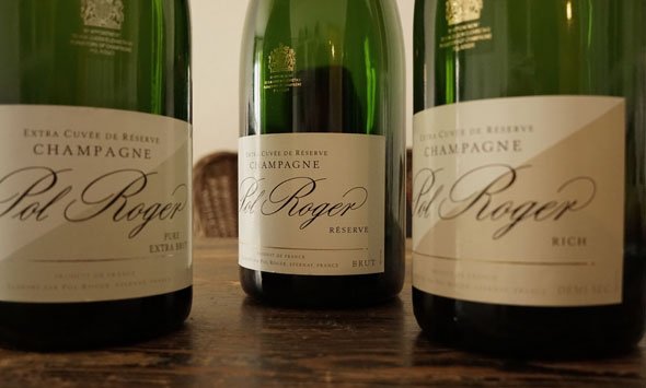 Es gibt drei Champagne aus dem Hause Pol Roger: Den Brut des Hauses, auch White Foil genannt, den Rich, einen halbtrockenen Champagner und schließlich Pure, ohne Dosage.